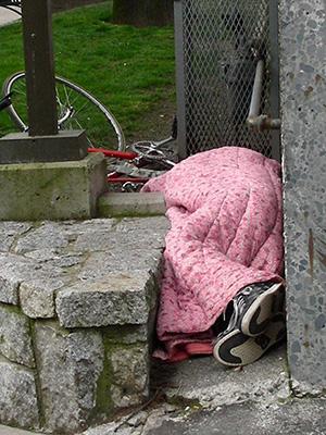 SleepingOutsideBlanket_300px